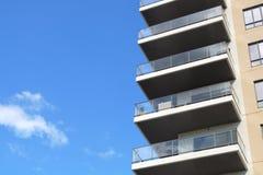现代建筑学居民住房公寓摩天大楼 免版税库存照片