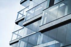 现代建筑学,蓝色口气的抽象片段 免版税库存照片