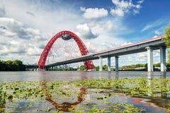 现代缆绳被停留的桥梁在莫斯科 库存图片