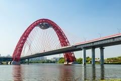 现代缆绳被停留的桥梁在莫斯科 免版税库存图片