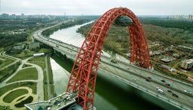 现代缆绳被停留的Zhivopisny桥梁鸟瞰图在莫斯科 免版税库存图片