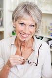 现代老妇人在家 免版税库存图片