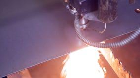 现代自动化的激光metall切削刀 做高精度钢的当代重的工业设备分开 股票录像