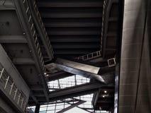 现代自动扶梯和室内设计在曼谷大学 库存图片
