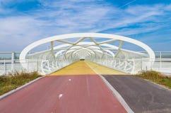 现代自行车和人行桥 免版税图库摄影