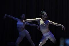 现代舞男孩东部中国交大-2011舞蹈课毕业音乐会党 免版税库存图片