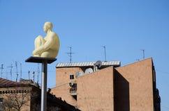 现代艺术雕象灯笼 免版税库存图片