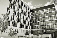 现代营业所修造的外部 黑色白色 免版税库存照片