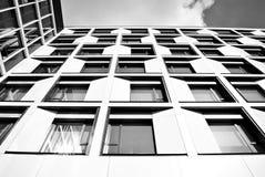 现代营业所修造的外部 黑色白色 免版税图库摄影