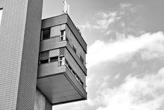 现代营业所修造的外部 黑色白色 免版税库存图片