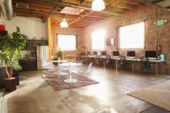 现代设计办公室空的内部  免版税库存照片