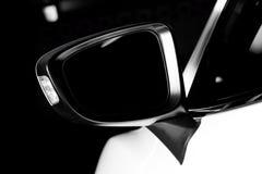 现代豪华汽车后视镜特写镜头 库存照片