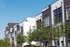 现代连续房子在柏林,德国 库存图片