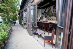 现代酒吧在城市的豪华餐馆 库存图片