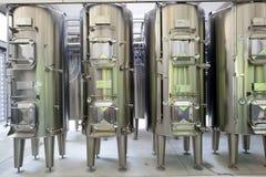 现代酒工厂内部 库存照片