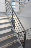 现代金属楼梯 免版税图库摄影