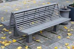 现代金属长凳 免版税库存图片