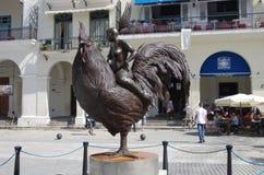 现代雕塑在广场Vieja在哈瓦那古巴 免版税库存照片