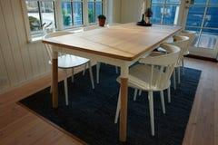 现代餐厅丹麦斯堪的纳维亚室内设计 免版税库存照片