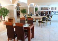 现代餐馆家具 免版税图库摄影