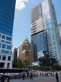 现代高层在街市温哥华 免版税库存图片