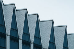 现代高科技大厦门面  免版税库存照片