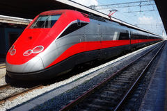 现代高速火车中止火车站 免版税库存照片