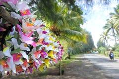玻利尼西亚头状花序花圈待售在拉罗通加烹调Isla 图库摄影