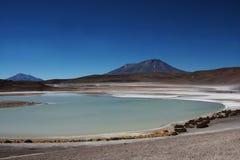 玻利维亚的盐水湖 图库摄影