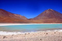 玻利维亚绿色拉古纳licancabur火山 免版税库存照片