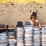 玻利维亚帽店 免版税库存图片