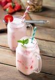 玻璃二酸奶 免版税库存图片