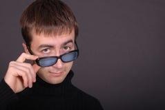 玻璃人纵向佩带的年轻人 免版税库存图片