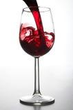 玻璃倾吐的酒 免版税库存图片