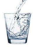 玻璃倾吐的水 库存照片