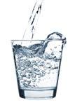 玻璃倾吐的水 免版税图库摄影