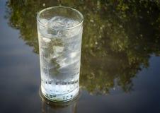 玻璃冰水 库存图片