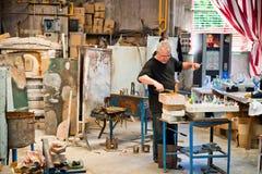 玻璃制造商在Poble Espanyol,巴塞罗那,西班牙 免版税库存照片