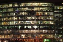 玻璃办公室塔 免版税库存照片