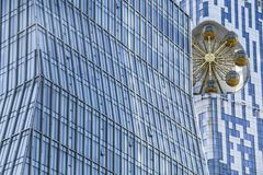 玻璃办公室抽象房子有金旋转木马backgrou的 免版税库存照片