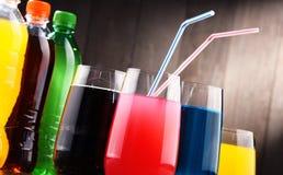玻璃和瓶被分类的碳酸化合的软饮料 库存图片