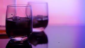 玻璃和酒精的图象在光亮背景 股票录像