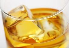 玻璃宏观威士忌酒 免版税图库摄影