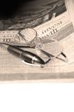 玻璃报纸笔 免版税库存照片