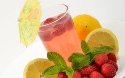 玻璃柠檬水莓 图库摄影