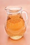玻璃柠檬水投手 库存照片