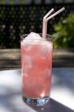 玻璃柠檬水粉红色 免版税库存照片