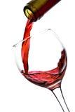 玻璃查出的倾吐的红葡萄酒 免版税库存图片