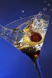 玻璃橄榄飞溅 免版税库存照片