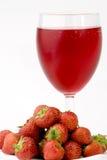 玻璃汁液成熟s草莓 免版税库存图片